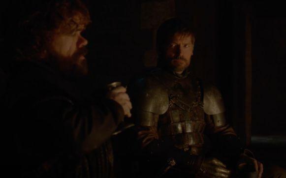 Tyrion en Jaime verbroederen bij een beker wijn.