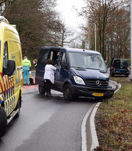 Busje schiet door middenberm en botst tegen ander busje in Laag-Keppel