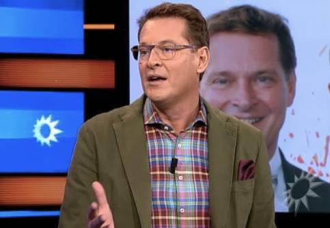 Albert Verlinde legt op 4 december in het programma Boulevard een verklaring af over de foto waarop zijn echtgenoot Onno Hoes zoenend te zien is met een andere man.