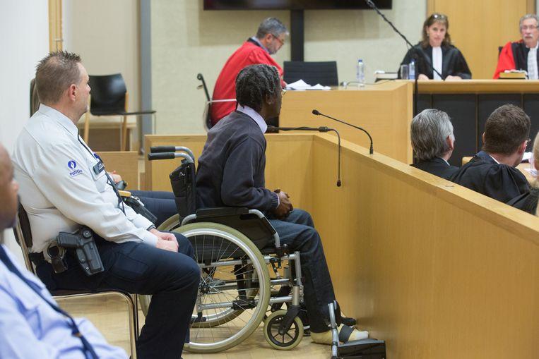 Andy Olymph is levenslang gekluisterd aan een rolstoel omdat hij van een balkon van de vijfde verdieping sprong toen hij vluchtte voor de politie