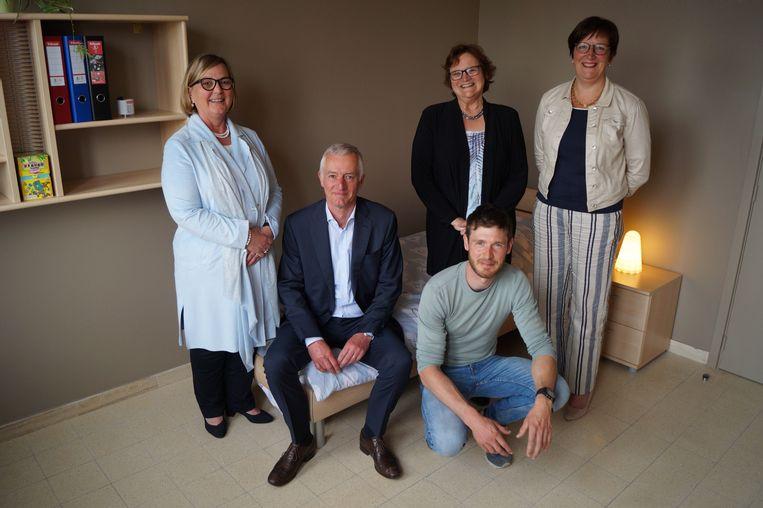 Ria Christiaens (internaatsbeheerder), Rik Delmotte (algemeen directeur), Tom Creytens (hoofdopvoeder internaat), Bie Lamon (directeur SJI) en Hilde Van Der Donckt (directeur Aleydis).