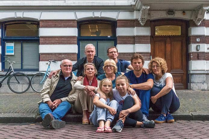 Bewoners van de Monseigneur van de Weteringstraat in Utrecht protesteren tegen bestemming pand Maliebaan.