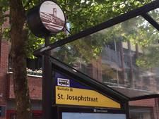 Stationsgebouw en Huize Almelo op plek van klok bij bushalte