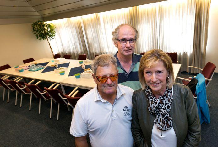 Ad Vos, Johan Camps en Petra van der Putten (vlnr) op de plek waar maandelijks het Oogcafé Eindhoven plaatsvindt.