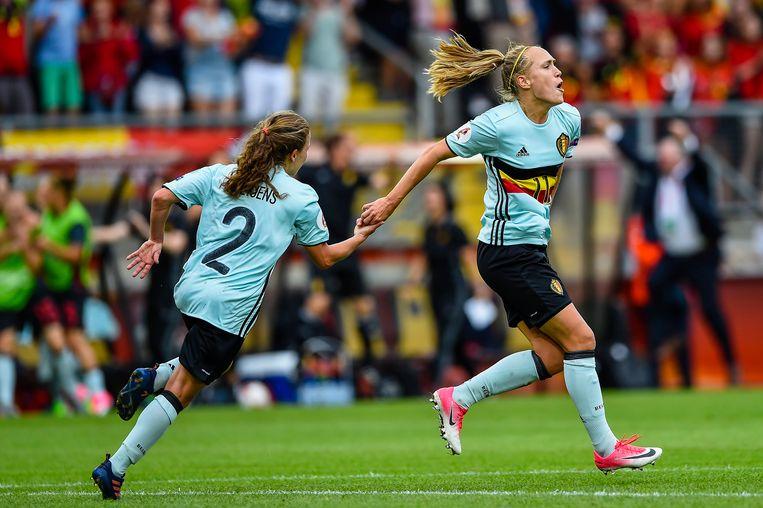 In de tweede groepswedstrijd tegen Noorwegen pakken de Belgische vrouwen hun eerste overwinning ooit op een EK. Janice Cayman zorgt voor de 0-2.