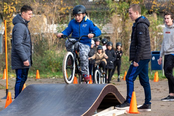 Best spannend, zo'n ritje over de pumptrack.