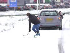Snowboarden naast de file op de A2