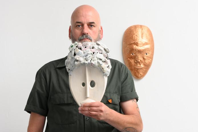Tentoonstellingsmaker Frank van der Linden.