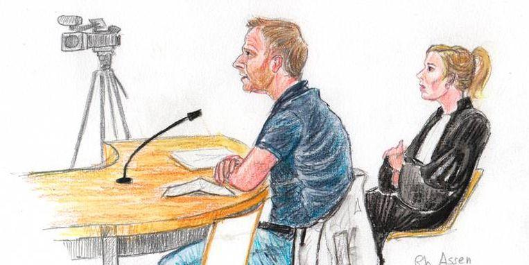 Verdachte L.S. naast zijn advocaat Thirza Overes in de rechtbank