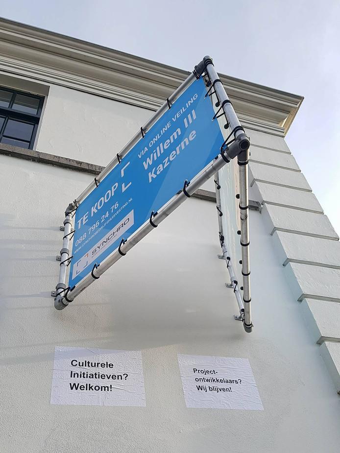 Woningbouwvereniging L'Escaut wil ook kazerne Willem III verkopen, maar de bewoners en atelierhouders weigeren te vertrekken. Zij protesteren tegen de verdwijning van werkruimten voor kunstenaars in Vlissingen.