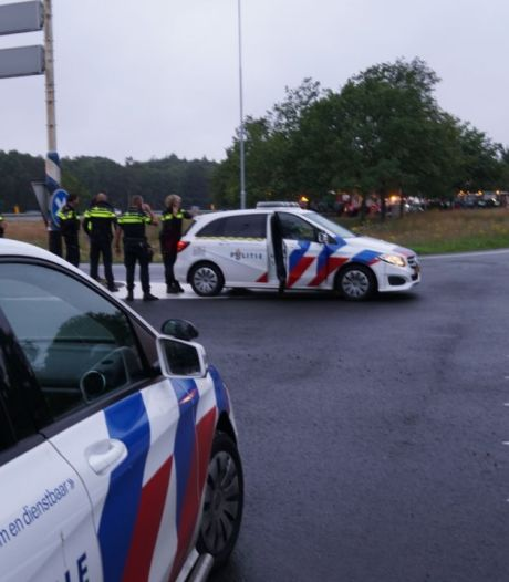 Boeren met tractors weer vertrokken na samenkomst bij oprit A1 Bathmen, politie paraat