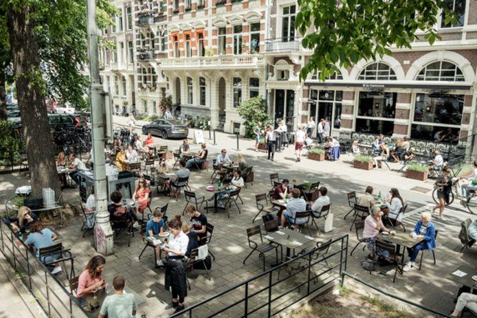 Het terras van restaurant De Ysbreker zit al behoorlijk vol.