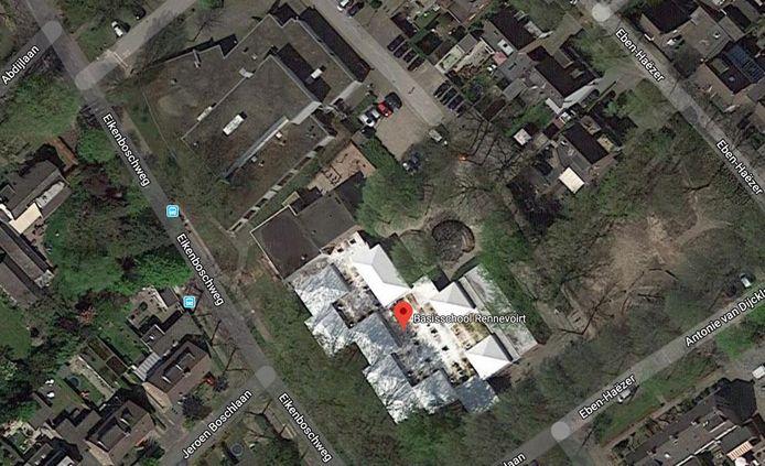 Het vroegere Eikenbosch. Onder basisschool Rennevoirt, daar links boven de voormalige gebouwen van De Schalm en de bibliotheek.