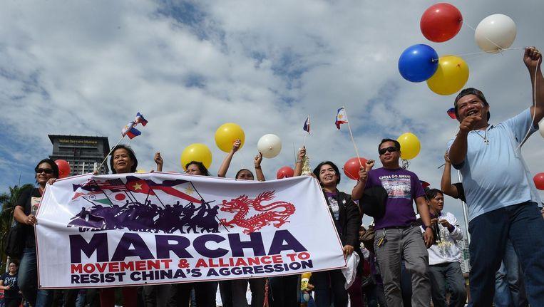 Filipijnse activisten vieren de uitspraak van het Hof over de onrechtmatige territoriale claims van China over de Zuid-Chinese Zee. Beeld afp