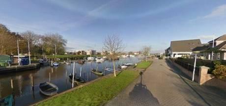 Wie verwelkomt boottoeristen in Genemuiden?