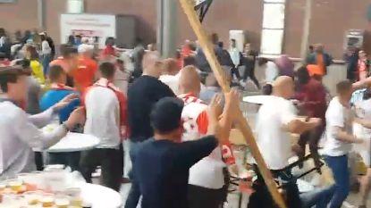 Nieuwe beelden: tientallen supporters slaags na WK-wedstrijd Polen - Senegal in Antwerpen