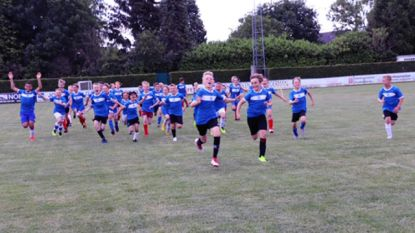 """Voetbalschool Atletico organiseert voetbalstage bij KSK Zingem: """"Jongens en meisjes snakken ernaar om weer te kunnen voetballen"""""""