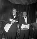 """De Franse regisseur Claude Lelouch (rechts) hier in 1966. Hij heeft hier de Golden Palm gekregen voor zijn film """"Un homme et une femme"""". Links van hem acteur Per Anderson, die toen best actor werd. Deze speelde overigens niet in Un homme et une Femme."""