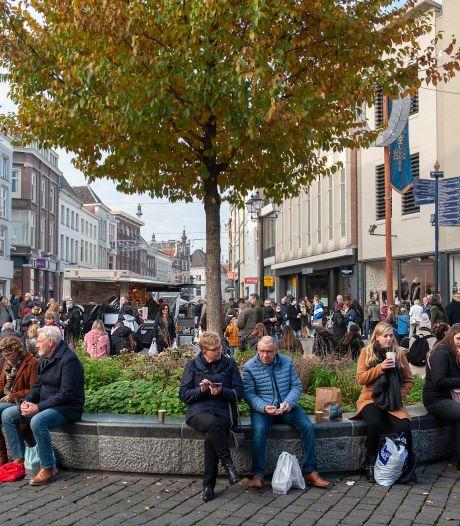 Buiten wachten is voor winkelend Den Bosch geen probleem