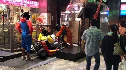 Opnieuw rijdt verklede toerist 'echte' Super Mario Kart in de prak in Tokio