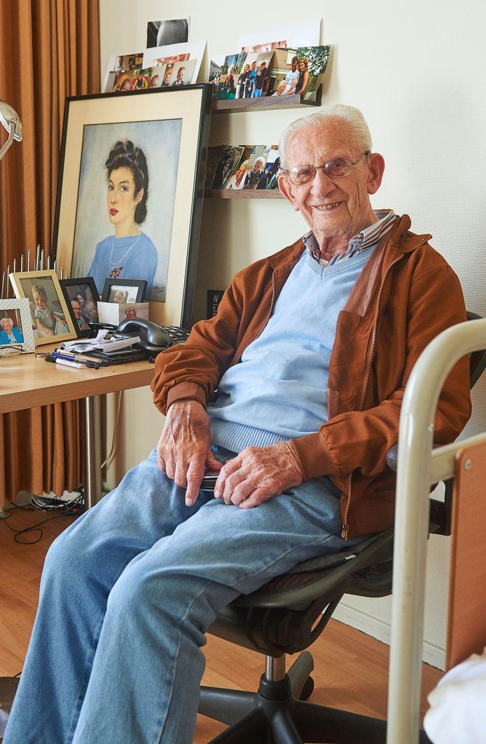 Mink Ferweda uit Veghel is 99 jaar en vertelt over zijn vrouw Roos tijdens de oorlog. Hij woont in Joachim en Anna.