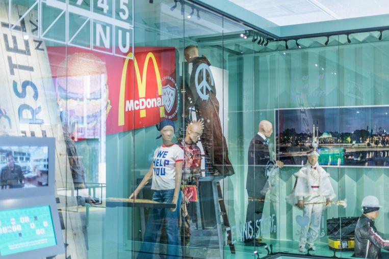 Omdat klimaatbeheersing voor het hele museum te duur is, staat een deel van de collectie in speciale containers. Beeld Lotte Stekelenburg