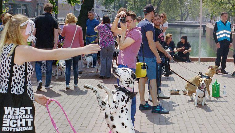 Pas wanneer een foto ergens gepubliceerd wordt, kunnen de mensen op de foto hun recht halen. Beeld Otto Snoek