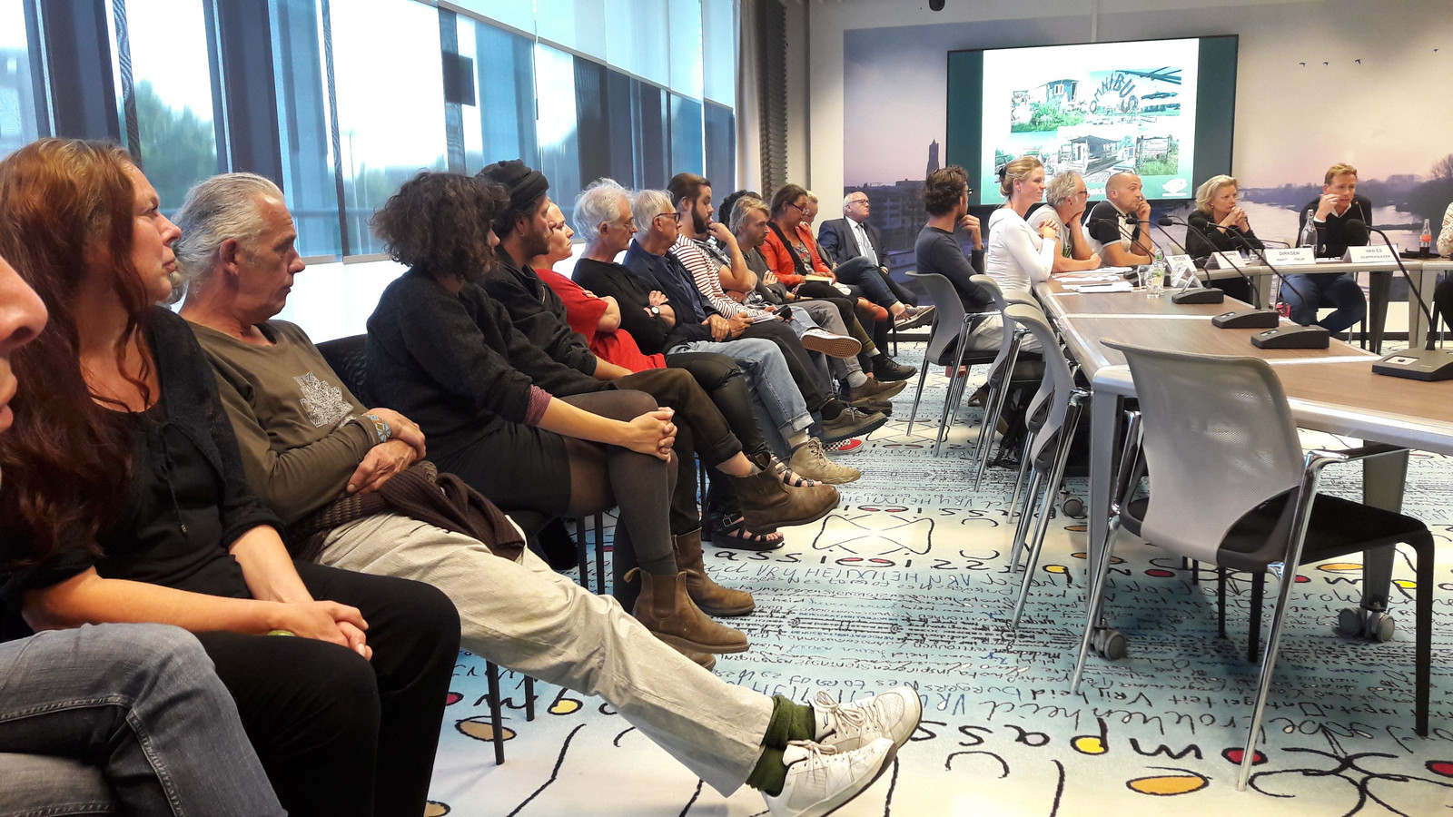 Onder grote belangstelling boog de gemeenteraad van Arnhem zich woensdagavond over de toekomst van de Kunstwerkplaats in Schuytgraaf.