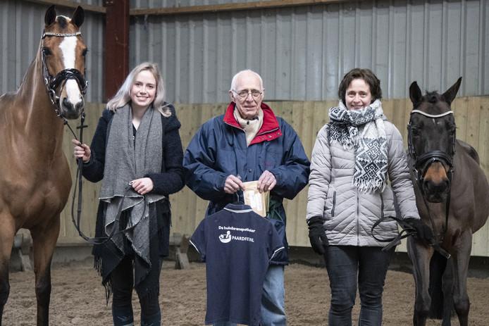 Maureen  van de Belt runt samen met haar opa en moeder een online winkel voor paardenkruiden/geneesmiddelen: paardfit.nl.