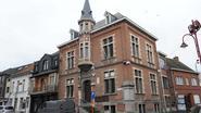 Oud-gemeentehuis onder de hamer