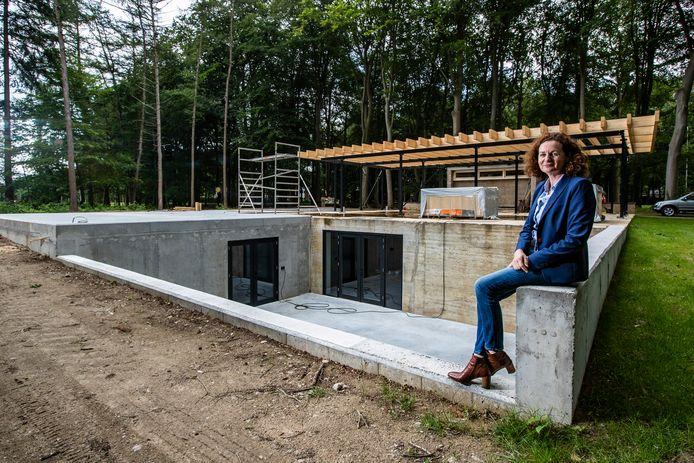 """Architect Ellen Schild krijgt er een warm gevoel van om aan de slag te mogen gaan met industrieel erfgoed, zoals deze voormalige reinwaterkelder. ,,Dit zijn de krenten in de pap."""""""