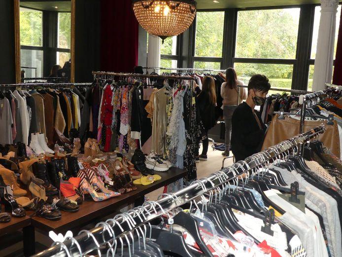 De kledij, schoenen en accessoires stonden uitgestald in het kasteel Viteux in De Pinte.