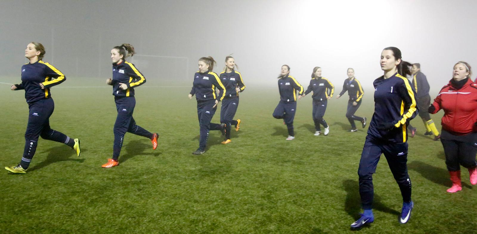 HVV'24 organiseerde in januari 2017 een inloopavond en training waarbij vrouwen kennis konden maken met voetbal.