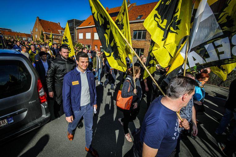 In de betoging liep ook Dries Van Langenhove mee van de Vlaams-nationalistische jongerenbeweging Schild & Vrienden.