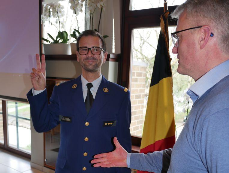 Koen Van Poucke legde de eed af bij burgemeester van Lochristi Yves Deswaene (Open Vld).