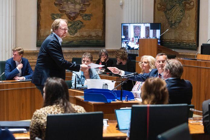 Statenlieden van FVD van de provincie Noord-Holland brengen hun stem uit tijdens de Eerste Kamerverkiezingen.