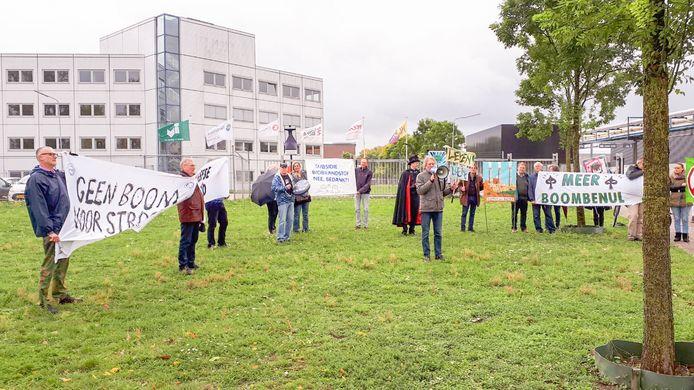 Protestactie bij Industriepark Kleefse Waard in Arnhem tegen de biomassacentrale daar.