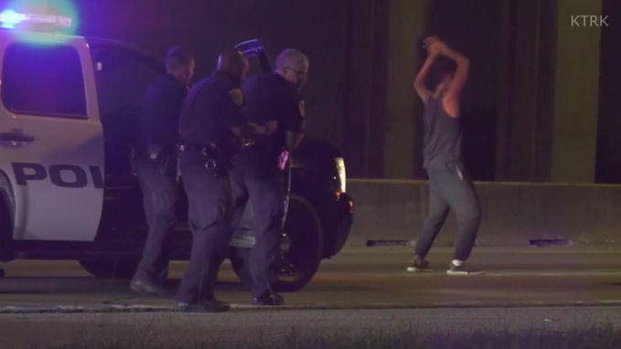 Verdachte doet eerst dansje voor politie hem kan arresteren