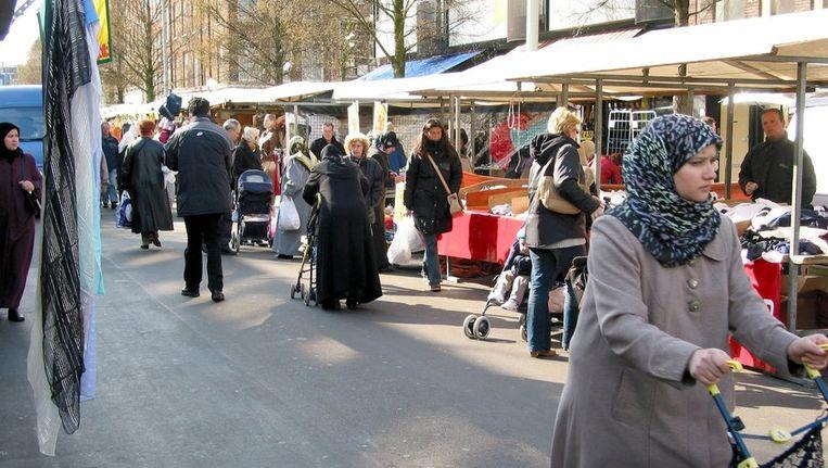 Archiffoto van de Dappermarkt in stadsdeel Oost. © ANP Beeld