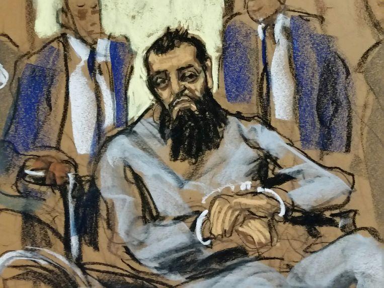 Tekening van de rechtbankzitting waarin de verdachte geboeid in een rolstoel verscheen.