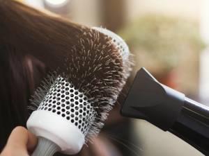 Pourquoi il ne faut pas sécher ses cheveux après avoir appliqué de l'huile