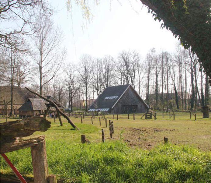 Op het buitenterrein worden de gebouwen en voorwerpen uit de museale collectie van Erve Kots beter gepresenteerd en uitgelicht.