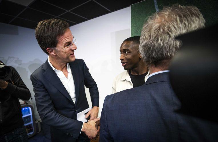 De Nederlandse premier Mark Rutte begroette vandaag Ahmad Mendes Moreira.