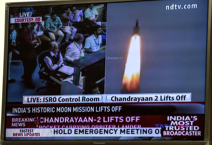 De raketlancering was op de Indiase televisie te volgen.