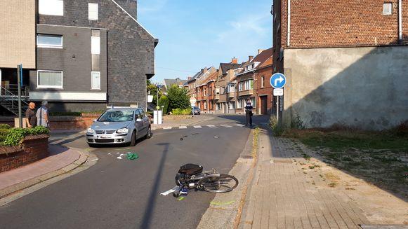De fietser werd in kritieke toestand overgebracht naar het ziekenhuis.