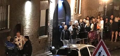 Drommen mensen bij heropening Dordts danscafé De Kazerne, coronaregels met voeten getreden
