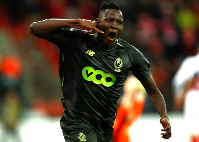 Moussa Djenepo viert zijn goal.