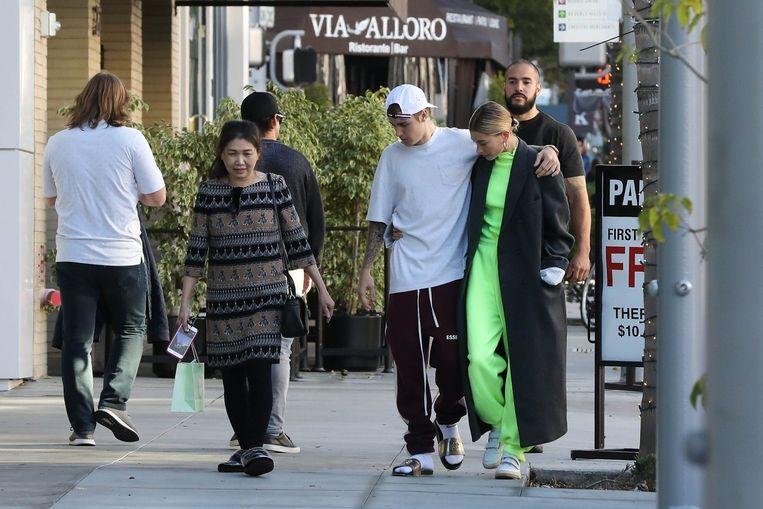 """Hailey met haar echtgenoot Justin Bieber. """"Alles in mijn leven wordt uitvergroot"""", zegt ze."""