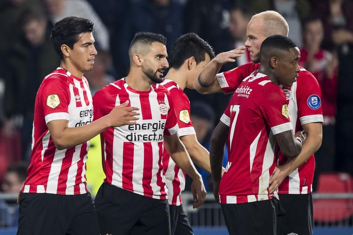 PSV viert de 3-0 tegen VVV.