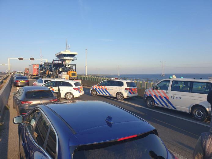 Politie op de Ketelbrug